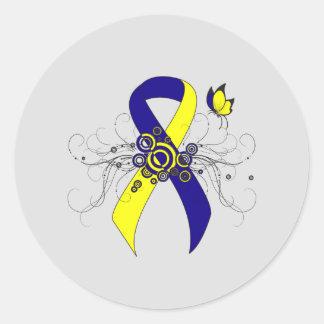 Cinta azul y amarilla con la mariposa pegatina redonda