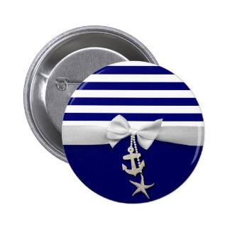 Cinta blanca náutica y encantos de la raya azul pin redondo de 2 pulgadas