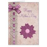 Cinta, cordón, corazones y el día de madre de la tarjeta de felicitación