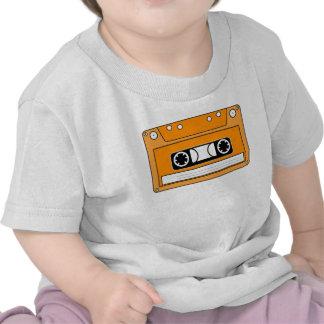 Cinta de casete anaranjada camisetas