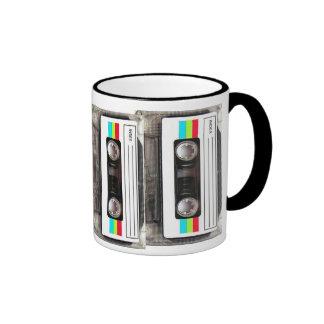 cinta de casete de los años 80 taza a dos colores