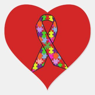 Cinta de la conciencia del autismo en modelo del pegatina en forma de corazón