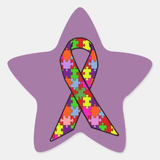 Cinta de la conciencia del autismo en modelo del pegatina en forma de estrella