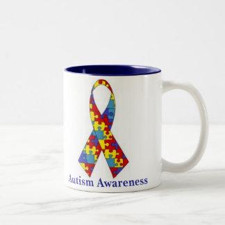 Cinta de la conciencia del autismo taza de dos tonos
