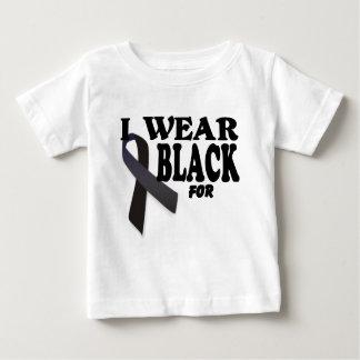 Cinta de la conciencia del melanoma llevo el negro camisas