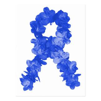 Cinta de la conciencia en flores azules postal