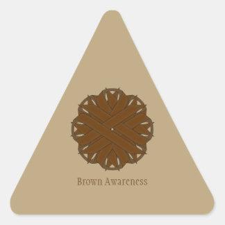 Cinta de la flor de Brown Pegatina Triangular