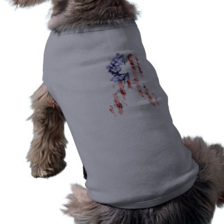 Cinta de la flor de las barras y estrellas camiseta de perrito