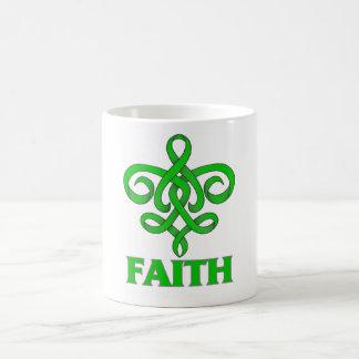 Cinta de la flor de lis de la fe de la neurofibrom taza básica blanca