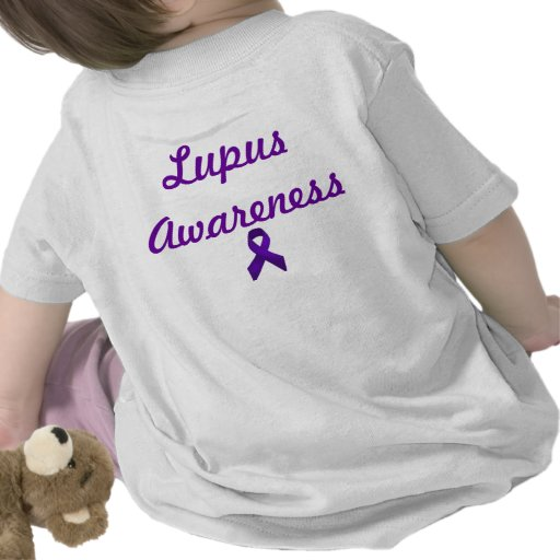 Cinta de la púrpura de la conciencia del lupus camisetas