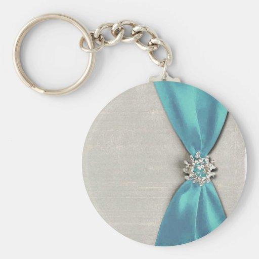 cinta de satén azul con la copia de la joya llavero