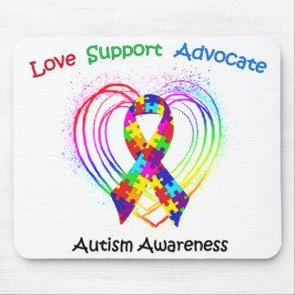 Cinta del autismo en corazón alfombrillas de raton