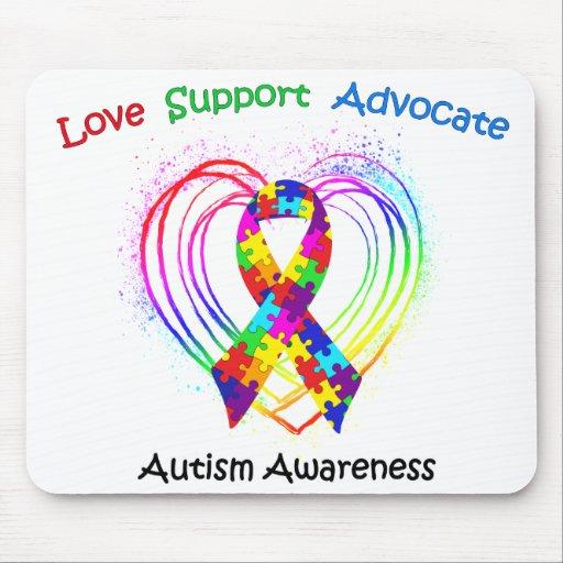 Cinta del autismo en corazón alfombrillas de ratón
