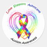 Cinta del autismo en corazón: etiqueta redonda