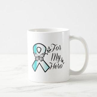 Cinta del cáncer de cuello del útero para mi héroe taza clásica