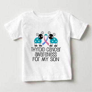 Cinta del cáncer de tiroides para mi hijo playera de bebé