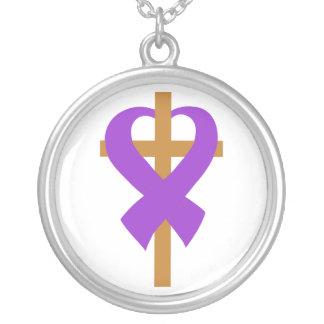 Cinta del corazón de la cruz de la violencia en el colgantes