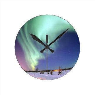 Cinta elegante de la aurora boreal del resplandor reloj redondo mediano
