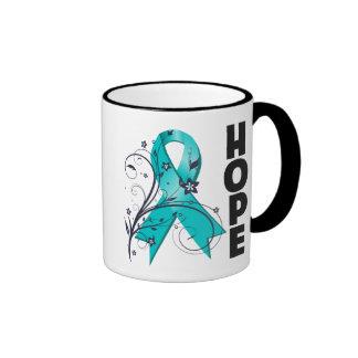 Cinta floral de la esperanza del cáncer ovárico taza
