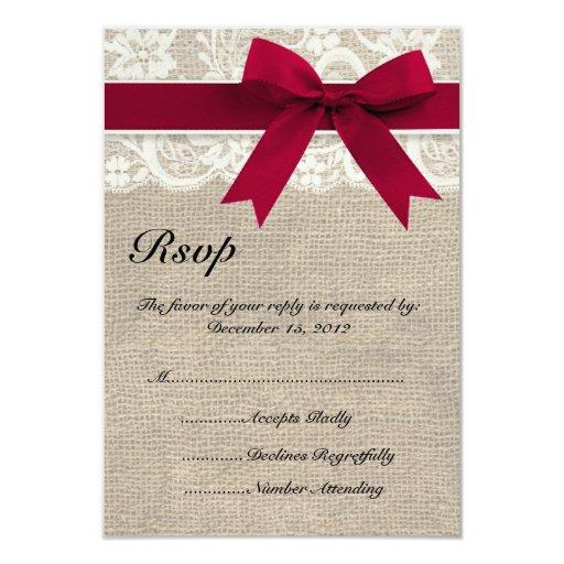 Cinta roja y arpillera del cordón de marfil que invitación 8,9 x 12,7 cm