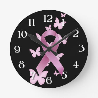 Cinta rosada de la conciencia reloj redondo mediano
