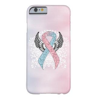 Cinta rosada y azul clara con las alas funda de iPhone 6 barely there