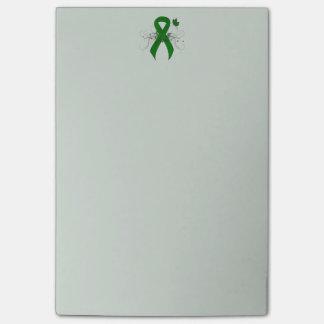 Cinta verde con la mariposa post-it nota