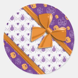 Cintas, calabazas y arañas elegantes Halloween Etiqueta Redonda