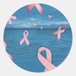 Cintas de la conciencia del cáncer de pecho en el pegatina redonda