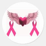 Cintas y corazón rosados del amor y de la ayuda etiquetas