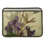 Circa 1881: Snowberries y violetas Fundas MacBook