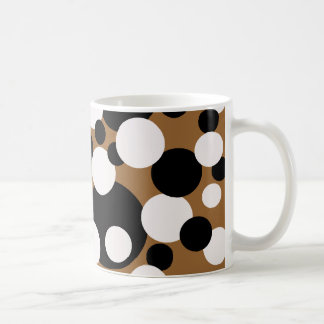 Circles in black and white on gold, mug