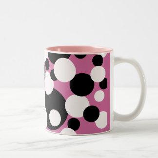 Circles in black and white on pink mug