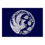 Círculo blanco tradicional de Phoenix en azul Tarjeta De Negocio