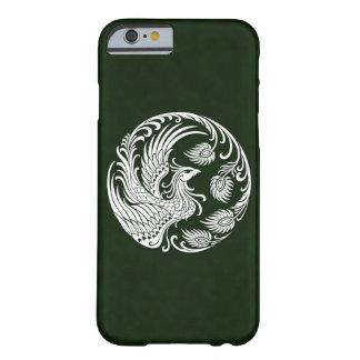 Círculo blanco tradicional de Phoenix en verde Funda Barely There iPhone 6