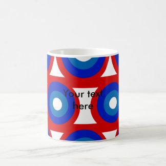 Círculo blanco y azul rojo retro taza básica blanca