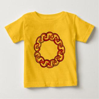 Círculo céltico del fuego playera de bebé
