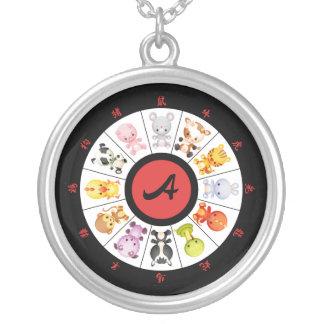 Círculo chino lindo con monograma del zodiaco colgante redondo