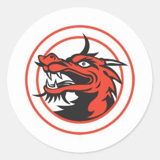 Círculo chino rojo de la cabeza del dragón etiquetas redondas