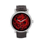 Círculo chino rojo y negro tradicional del dragón reloj