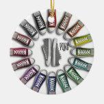 Círculo clásico de las zapatillas de deporte ornamento de navidad