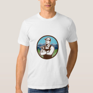 Círculo cruzado de los brazos de martillo del camisas