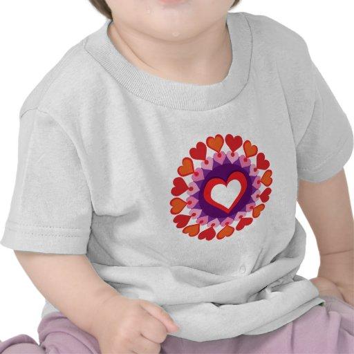 Círculo de corazones camisetas