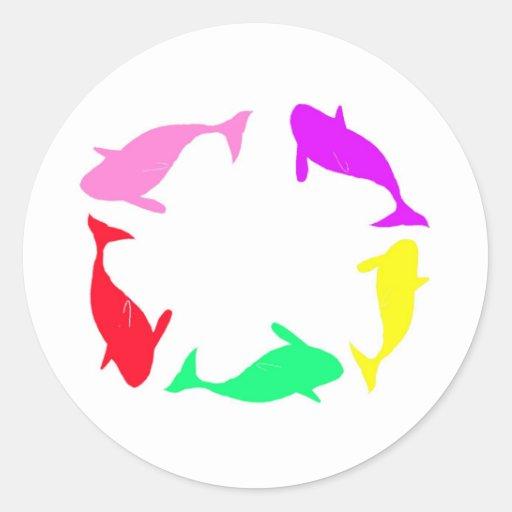 Círculo de la ballena de la orca en cinco colores etiqueta redonda