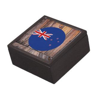 Círculo de la bandera de Nueva Zelanda en el fondo Cajas De Regalo De Calidad