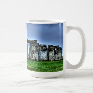 Círculo de piedra derecho de Stonehenge, Inglaterr Tazas De Café