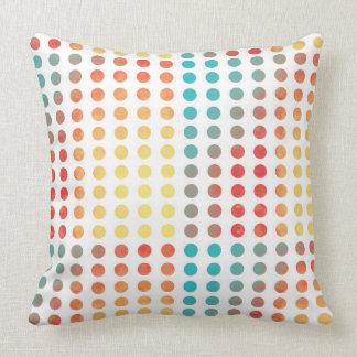 Círculo del arco iris de los lunares de la pintura almohada