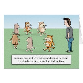 Círculo divertido del cumpleaños de los gatos tarjeta de felicitación