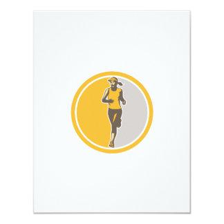"""Círculo femenino del corredor de maratón de invitación 4.25"""" x 5.5"""""""