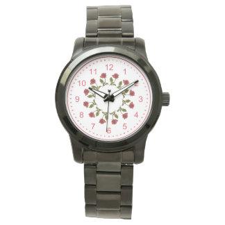 Círculo floral de rosas rojos, modelo blanco del relojes